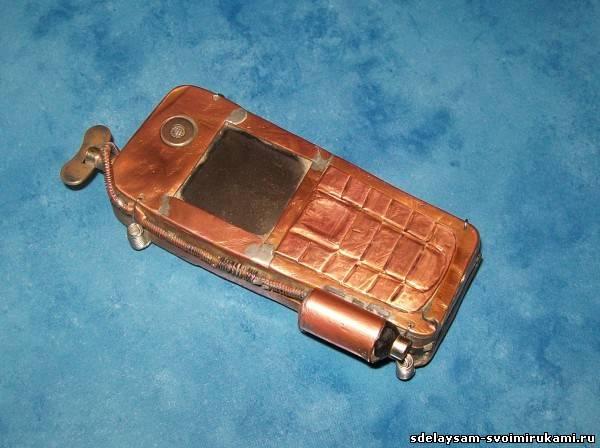 Телефон в металлическом корпусе