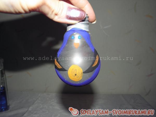 Елочная игрушка из обычной лампочки