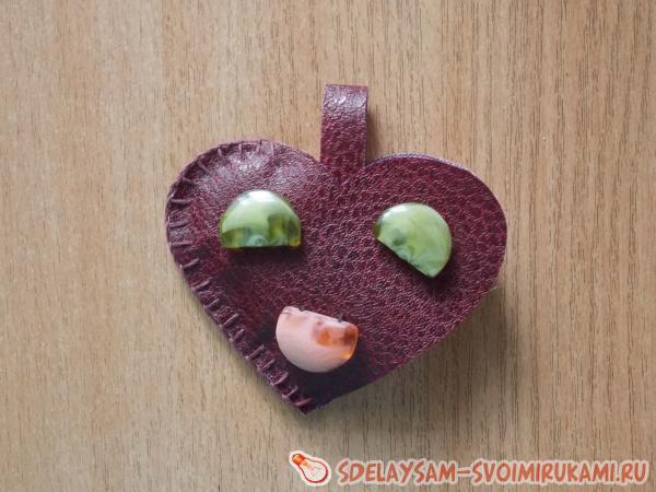 Сердечко-брелок из дерматина