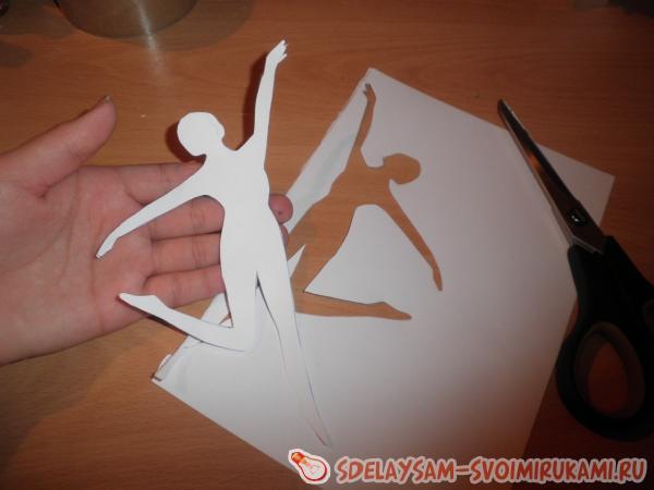 Балерина в юбке из бумаги