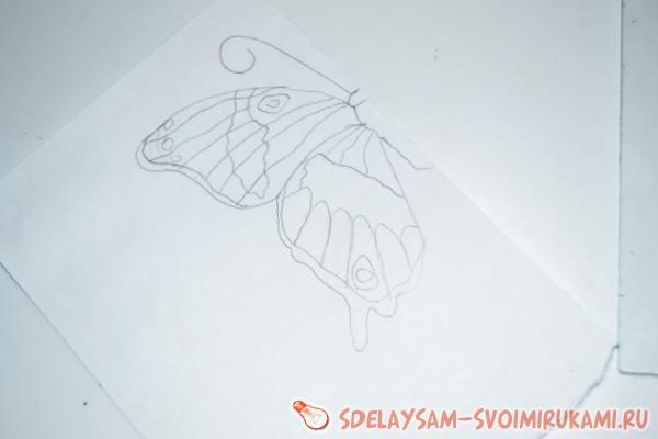 были нарисованы бабочки