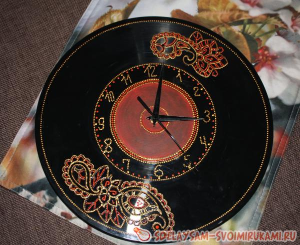 Часы с точечной росписью