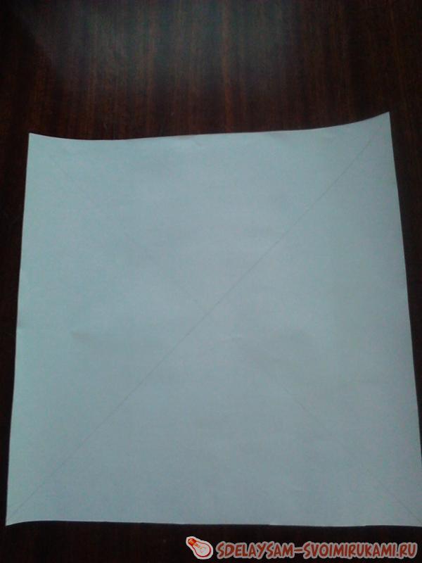 квадрат из оберточной  бумаги