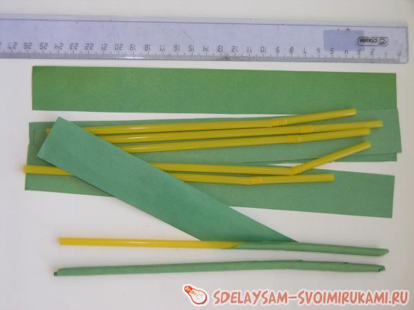 Из зеленой бумаги вырезали полоску