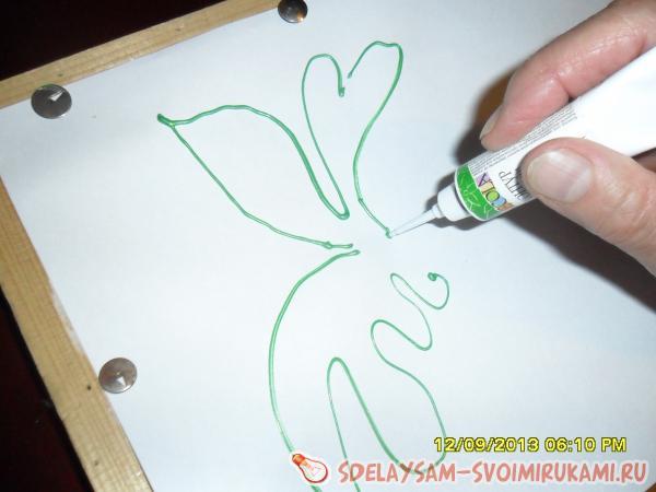 наносите краски в область рисунка