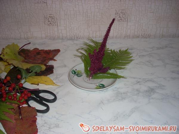 крепить листья к блюдцу