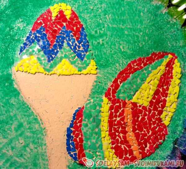 выкладывать мозаику на яйцах