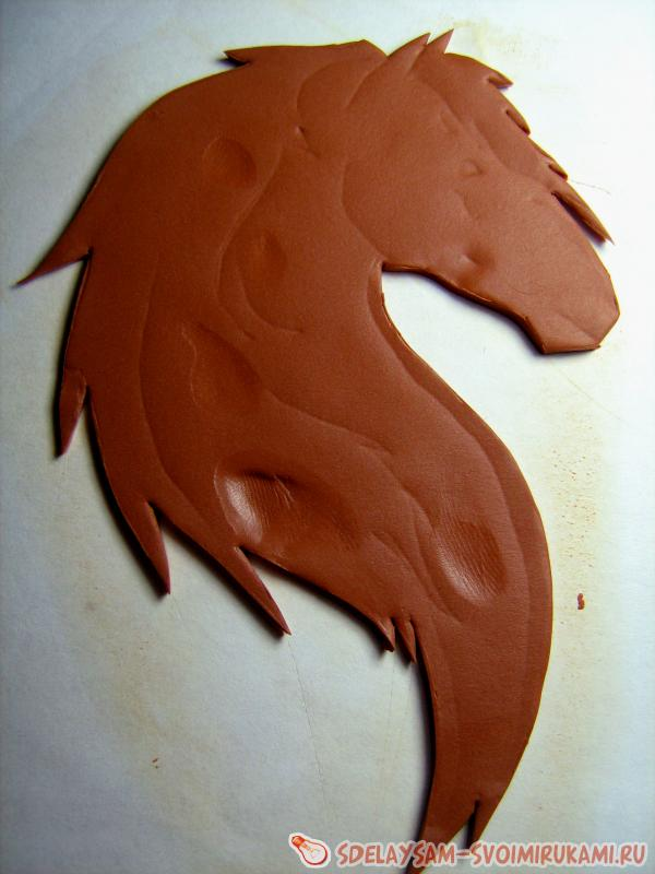 a magnet in the form of a horse's head