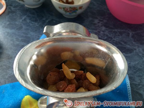 перемалываем сухофрукты и орехи