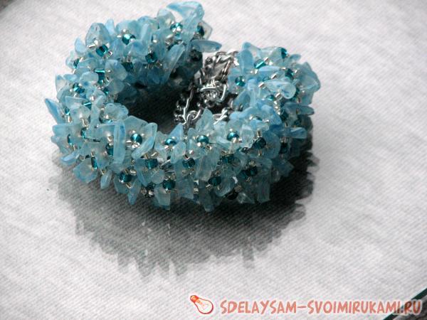 Браслет из кристаллов и бисера