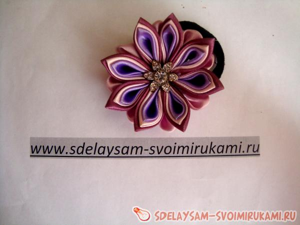 Лиловый цветок канзаши