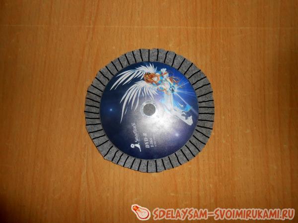 Оригинальная шкатулка из старых CD дисков