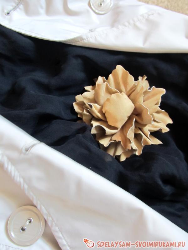 Пышный кожаный цветок