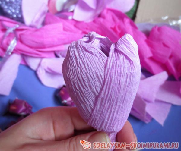 Корзина с цветами из конфет