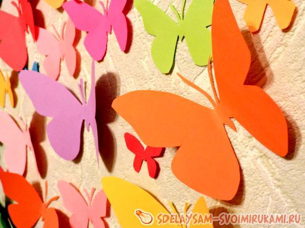 Украшение из бабочек на стену