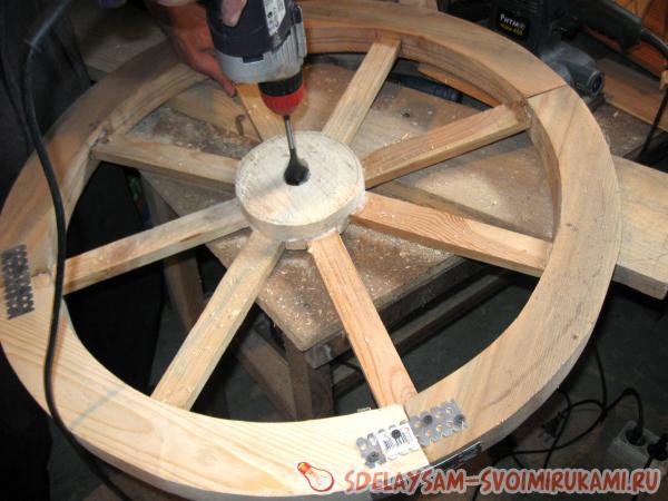 Поделка из колеса телеги