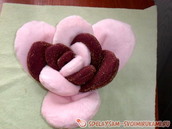 Декоративная подушка розочка