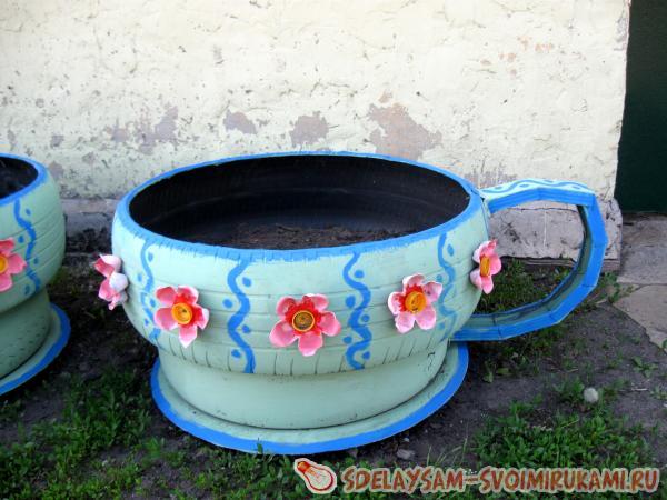 http://www.sdelaysam-svoimirukami.ru/images/11/624-klumba-iz-staryh-pokryshek.jpg