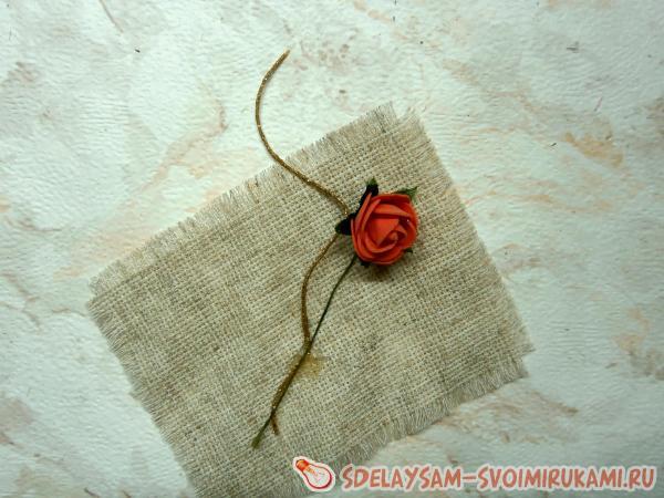 небольшого искусственного цветка