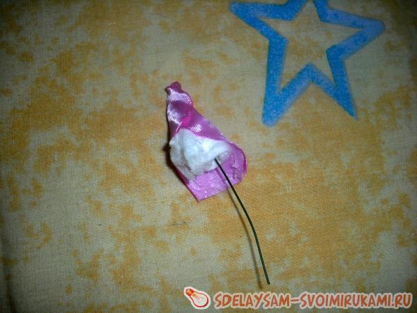 приклеивается розовый лепесток