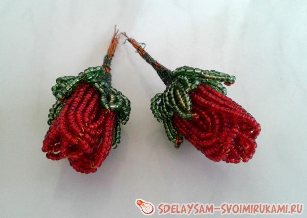 Бутоны роз с четырьмя лепестками