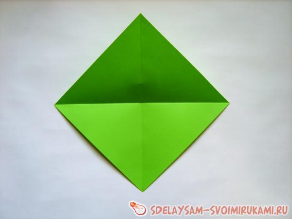украшаем подарок цветами оригами