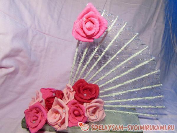 Веера с розами из гофрированной