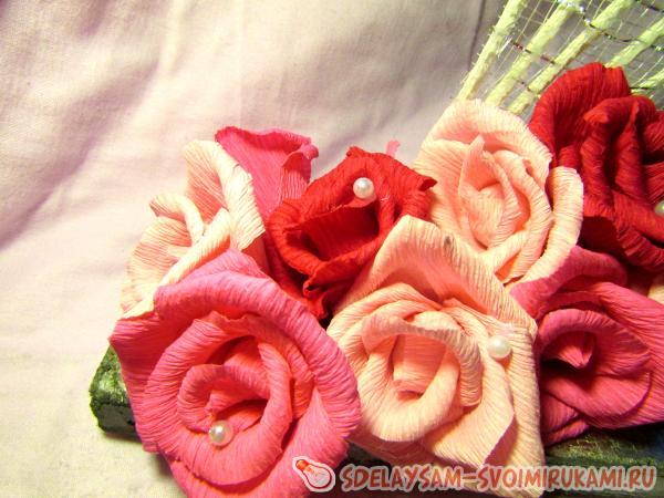 веера с розами из гофрированной бумаги