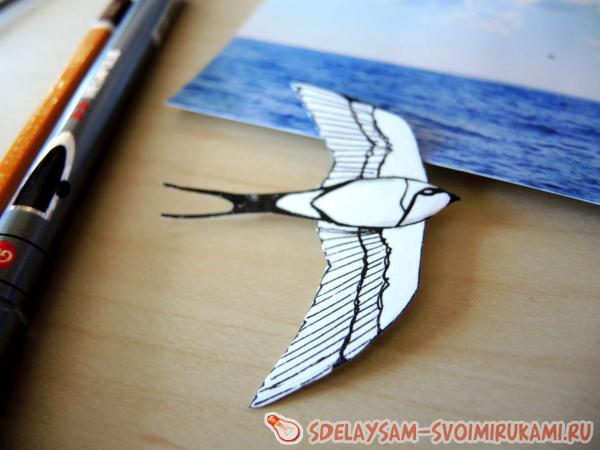 Вырезаем нарисованную птицу