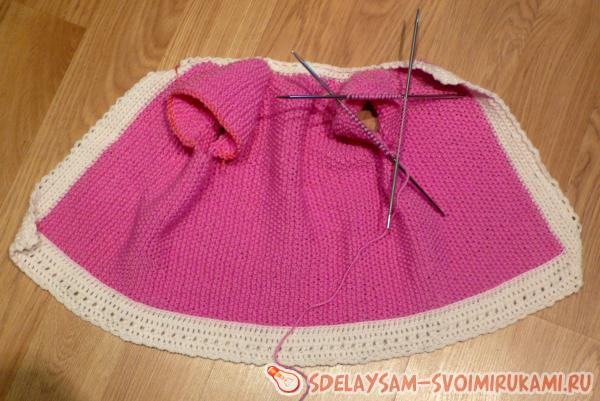 Cardigan knitted with needles