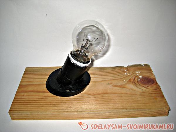Игрушка на елку из лампочки