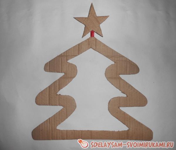 елка из картона и полиэтилена