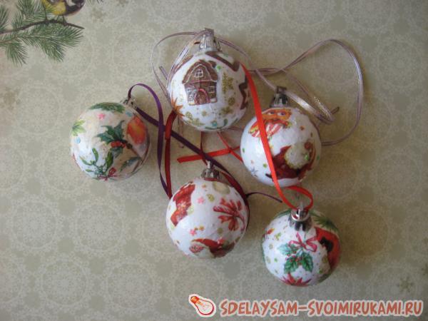 Декупаж шариков на новогоднюю елочку