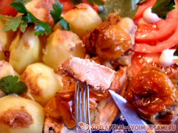 Baked Meat with Potato Garnish