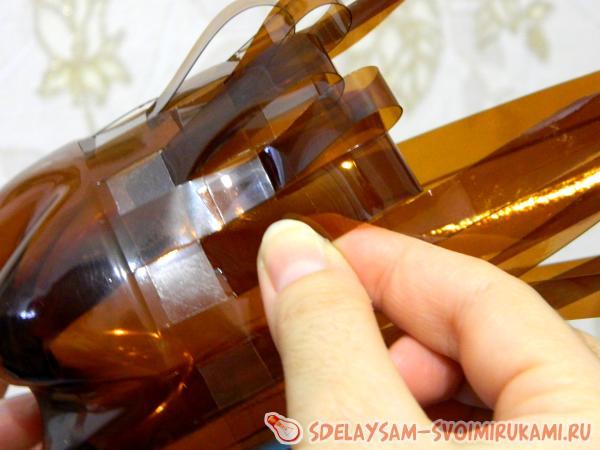 Плетеная конфетница из бутылки