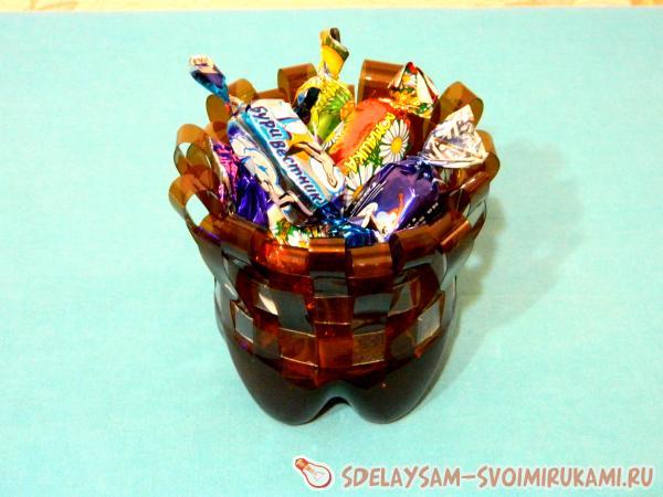 Плетеная конфетница из пластмассовых бутылок