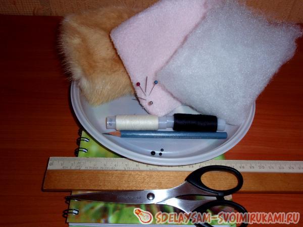 Меховая игрушка мышка для кота