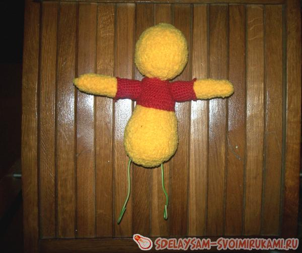 How to tie a toy Winnie the Pooh