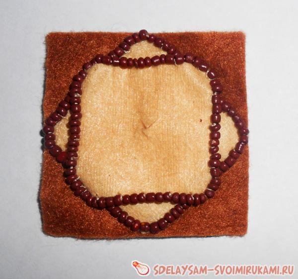 Резинка для волос из фетра и бисера