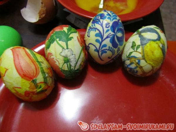 Пасхальные яйца в технике декупаж