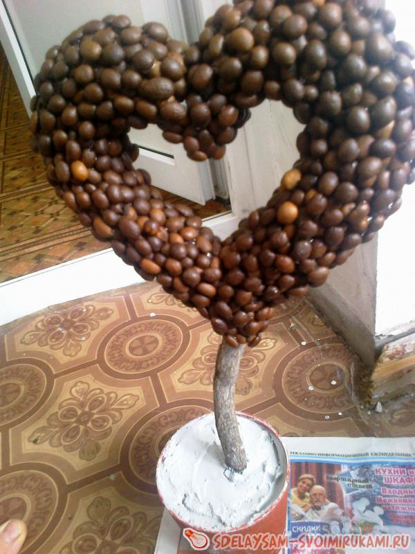 Bulk coffee heart in the pot