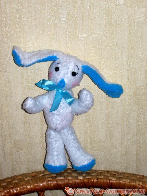 Зайчик с голубыми ушами