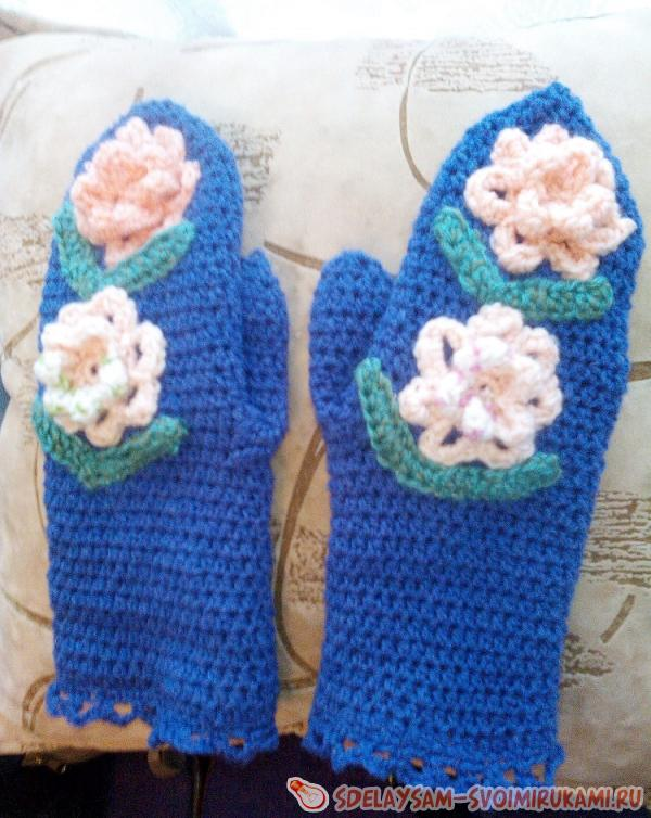 Mittens with bulk flowers