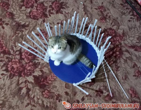 Домик для кошки из газетных трубочек