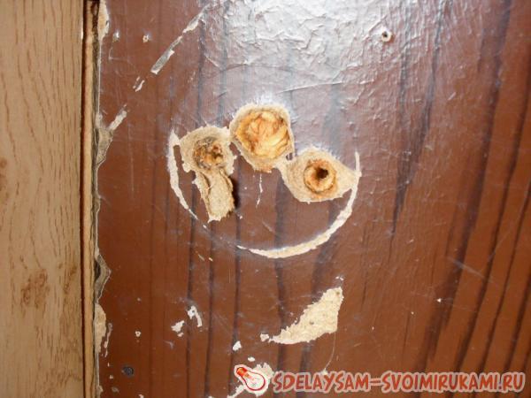 decorating the old door