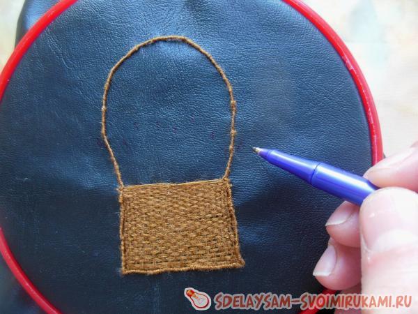 Оригинальная ключница с вышивкой