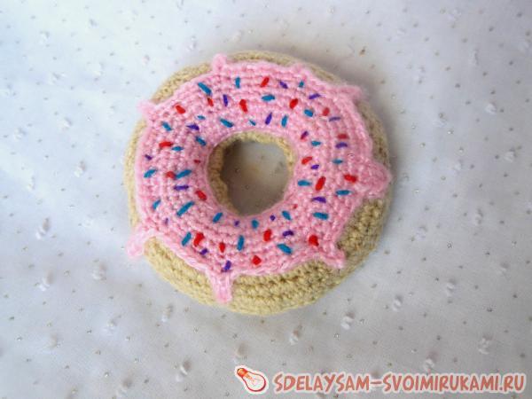 Игольница крючком в виде пончика