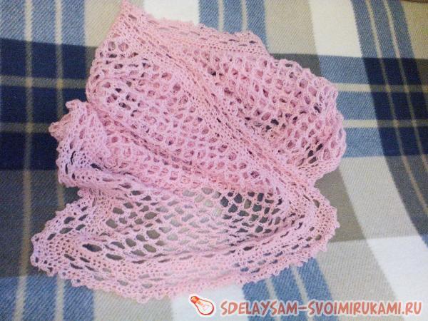 Легкий розовый палантин крючком
