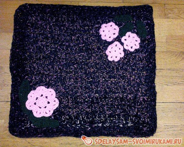 Толстый коврик из пряжи
