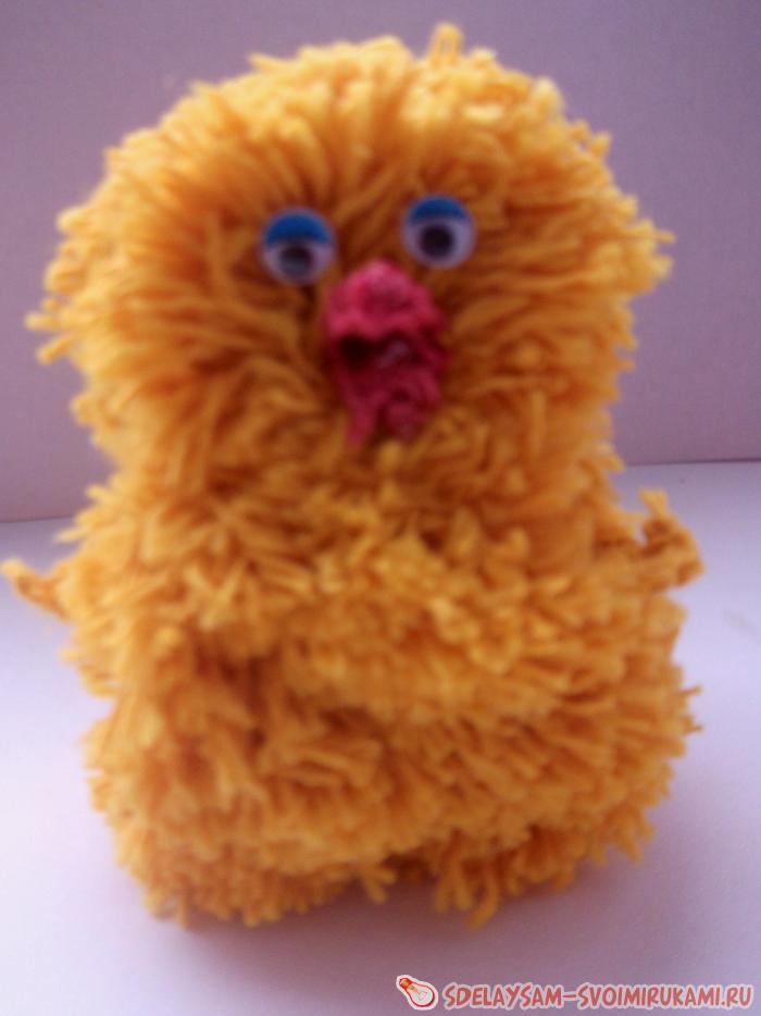 игрушка Цыпленок из помпонов